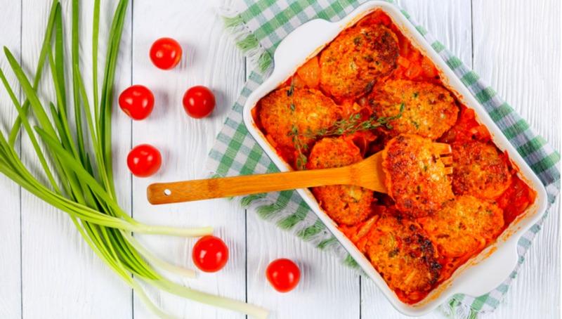 קציצות טונה ברוטב עגבניות