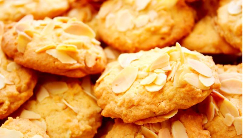 עוגיות נימוחות עם שקדים