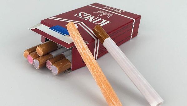 מסטיק בצורת סיגריה