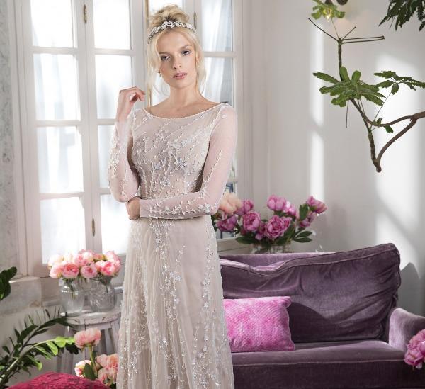 שמלה פרחונית עם תחרה תלת מיימדית של המעצבת אביטל ספורטה לבלוג כלות עם שיק