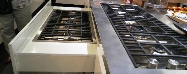 מטבחים תותחני כיריים שקועים בארון.
