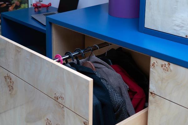 חישבו על נוחות שימוש ברהיט וכלל הפריטים בבית, תלייה במגירה נשלפת
