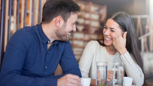 בני זוג משוחחים