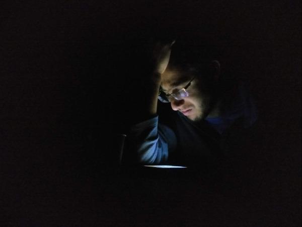 2תאורה מקומית, מהטלפון - יוצרת דרמה
