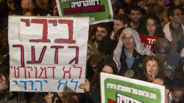 בקרוב יפגינו נגד גבאי? פעילי שמאל בהפגנה נגד נתניהו