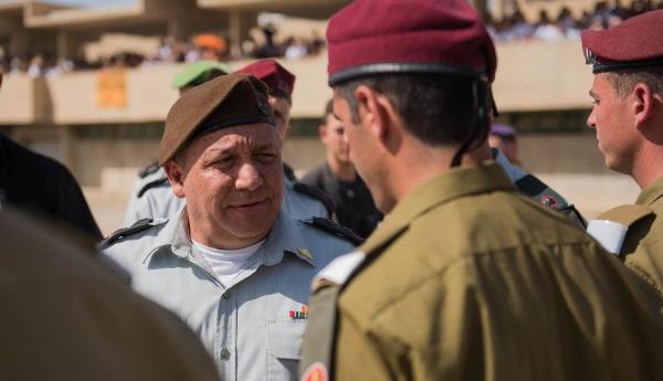 איזנקוט בטקס סיוםקורס קצינים