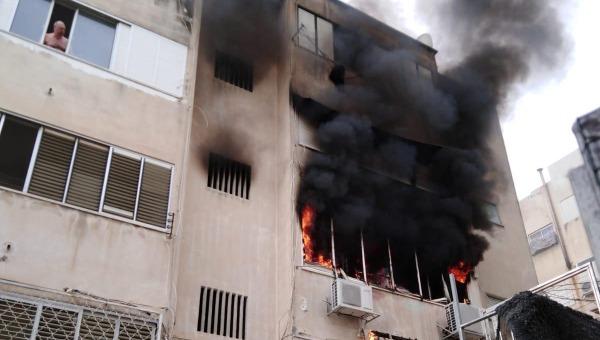 4 בני אדם במצב קשה | השריפה בחיפה