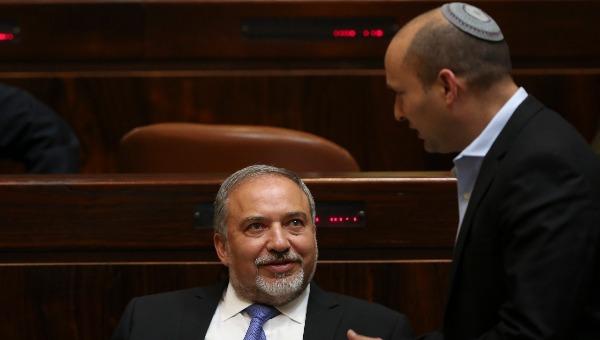 טענות שהבית היהודי תוקע את החוק של ישראל ביתנו. ליברמן ובנט