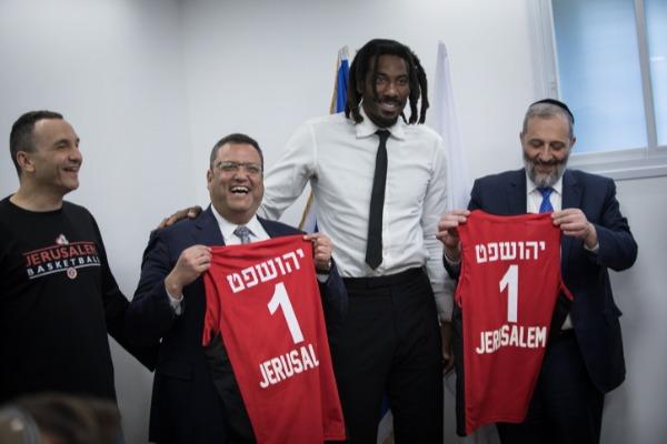 שר הפנים אריה דרעי, אמארה סטודמאייר, ראש עיריית ירושלים שמה ליאון ואייל חומסקי