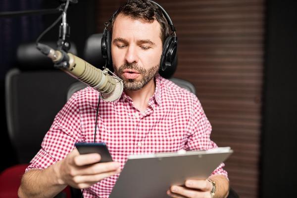 הלו זה רדיו? | מאזינים פחות