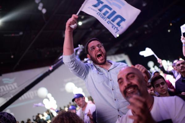 פעילי מפלגת זהות | 120 אלף מצביעים