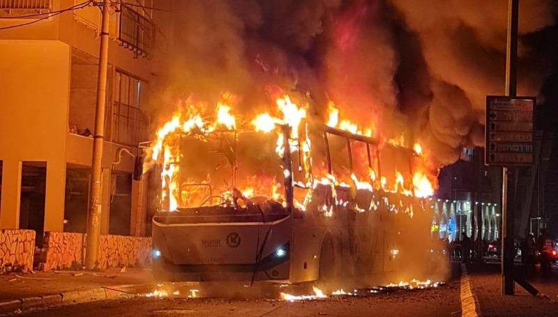 האוטובוס שהוצת בבני ברק, אמש