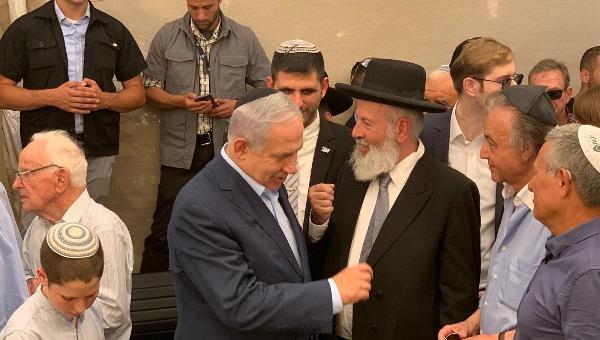 הרב איגרא עם נתניהו באזכרה