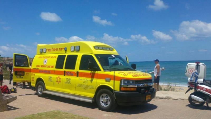 אמבולנס שהגיע לטפל במקרה טביעה