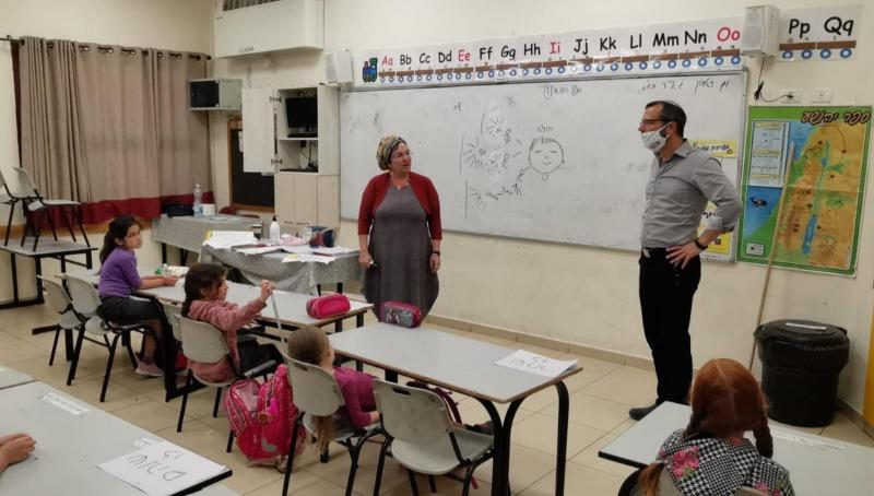 ישראל גנץ בכיתה בבנימין