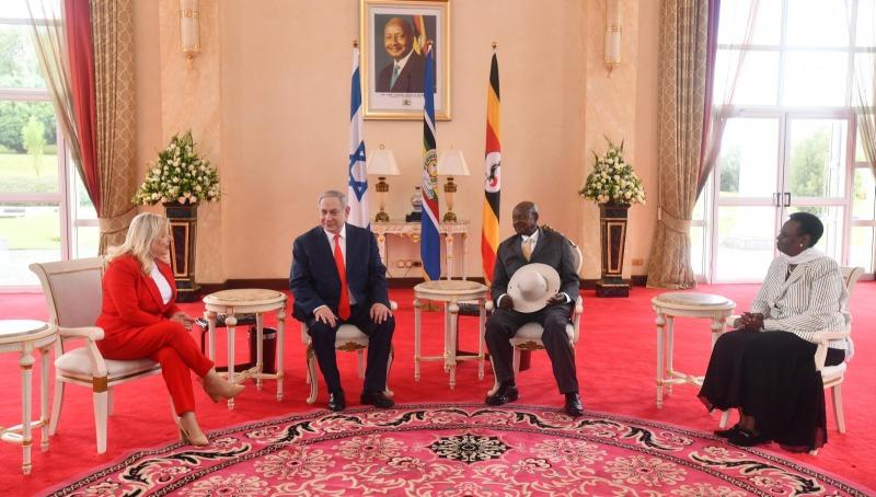 נתניהו ורעייתו עם נשיא אוגנדה ורעייתו