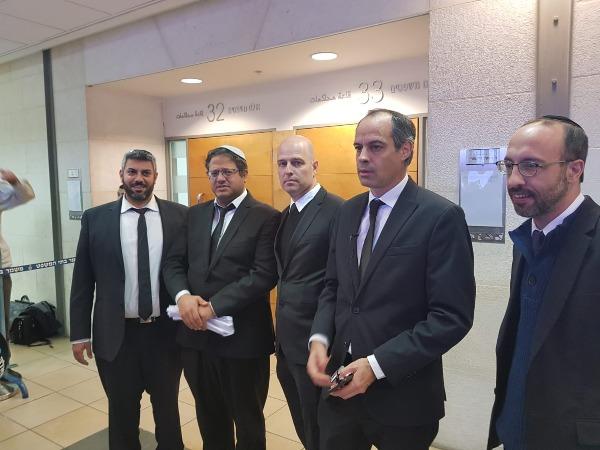 עורכי הדין במסיבת העיתונאים