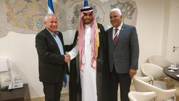 אבי דיכטר עם סטודנט למשפטים ובלוגר מערב הסעודית, מחמוד סעוד
