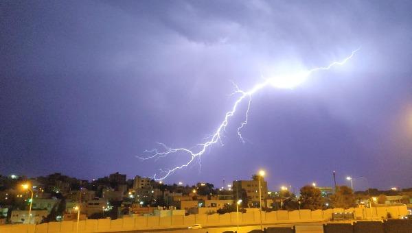 סופת ברקים בשכונת בית צפפא בירושלים, אמש