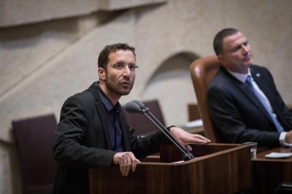 """ח""""כ שמולי פונה לראש הממשלה מעל דוכן הכנסת, בשבוע שעבר"""