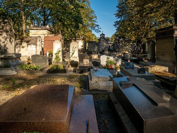 בית קברות בפריס. בצרפת אין בתי קברות ליהודים בלבד