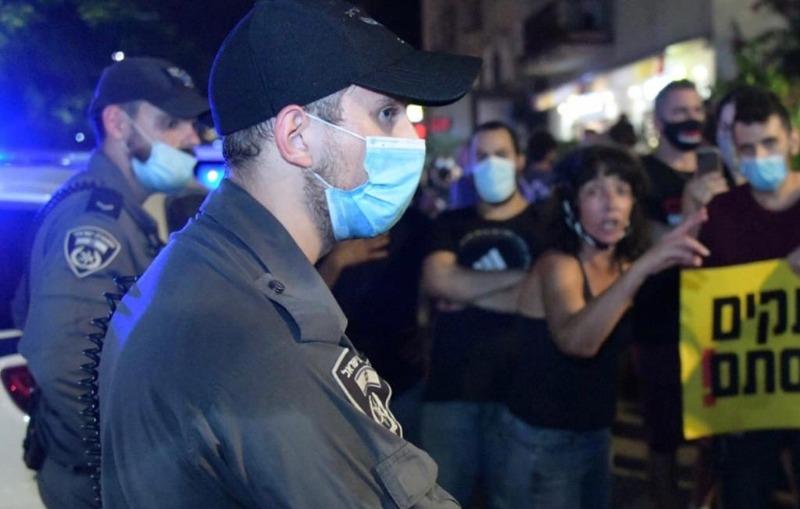 שוטרים בהפגנות
