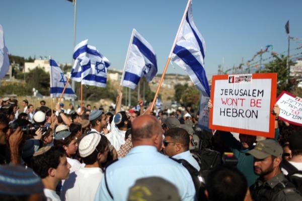 ריקוד הדגלים ומחאה נגד קיומו