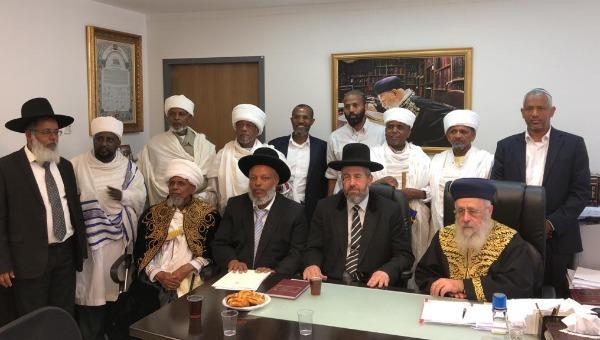 הרבנים הראשיים עם ראשי העדה האתיופית