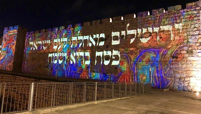 חג פסח שמח על חומות העיר העתיקה