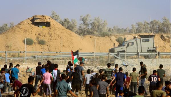 """המפגינים ברצועת עזה מול כוחות צה""""ל, אמש"""