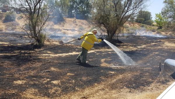 נאבקים בשרפות בעוטף עזה