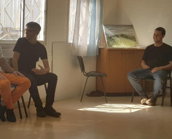 תלמידי התכנית במפגש עם האסירים