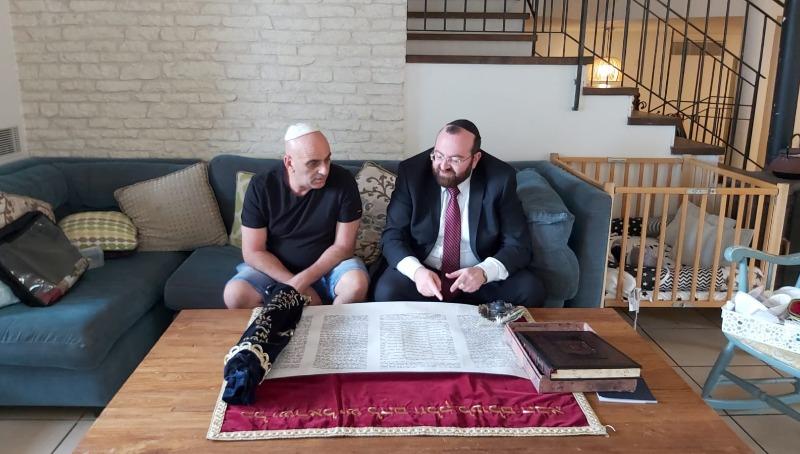 יובל שם טוב עם הרב פרסמן וספר התורה