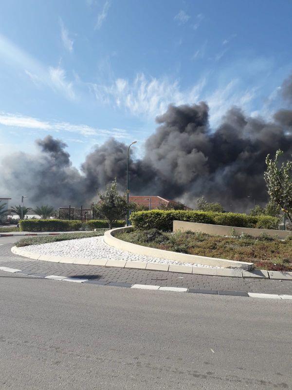 פעילות לוחמי האש וטייסת הכיבוי אלעד בשריפה ביסודות