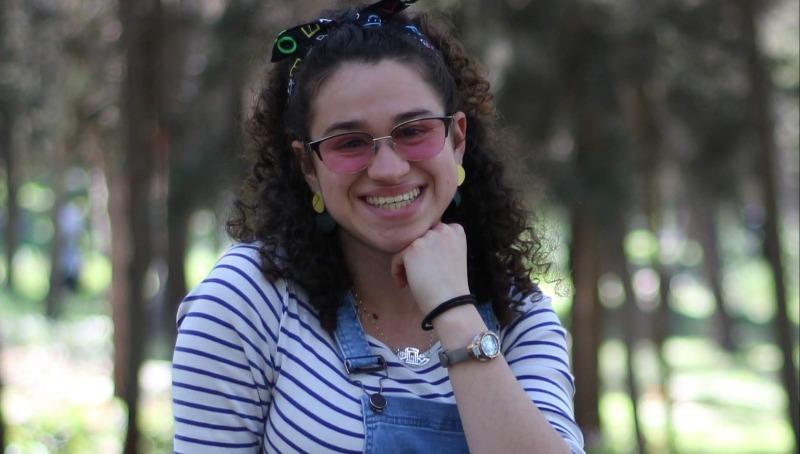 חנה אלישבע נבנצאל עם משקפי אירלן