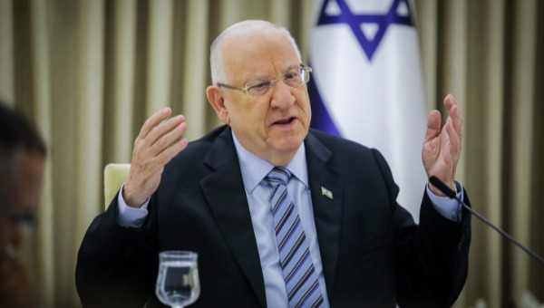 מתערב בפוליטיקה הישראלית?