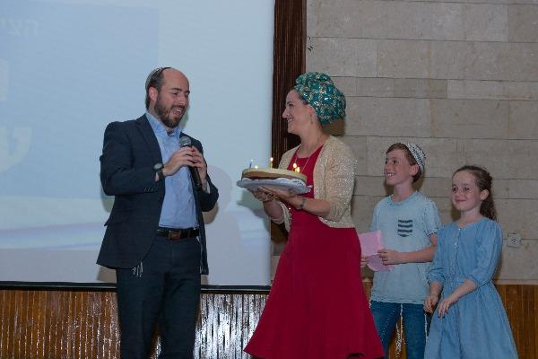 הרב יוני לביא חוגג יום הולדת בהפתעה
