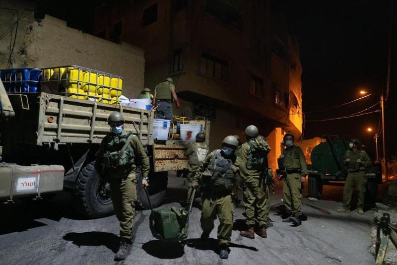 """כוחות צה""""ל ליד בית המחבל"""