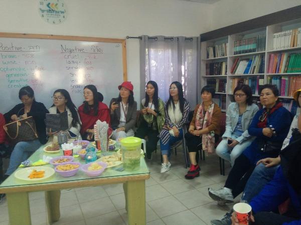 האורחים מסין בישיבה