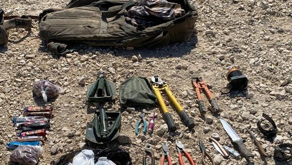 """חלק מכלי הנשק של המחבלים, שנתפסו בידי צה""""ל"""