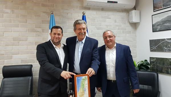 """מימין לשמאל: יוסי אלדר, נשיא """"פרלמנט למען ישראל"""", ד""""ר ראובן פרוייטי, יוסי דגן"""