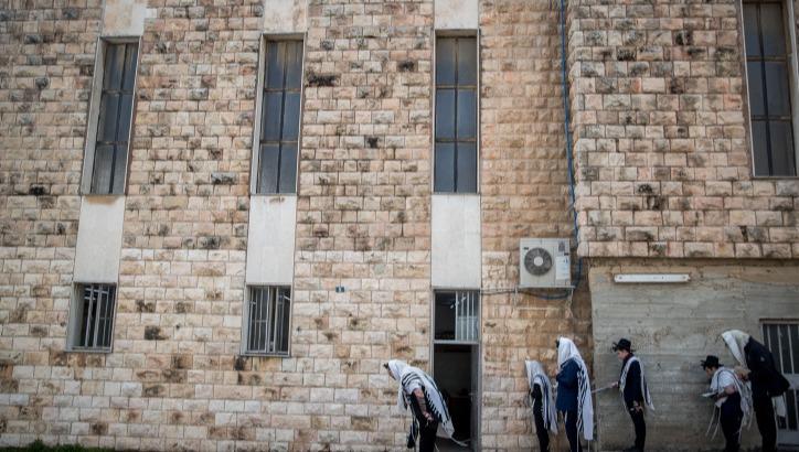 תפילה מחוץ לבית כנסת, השבוע בירושלים
