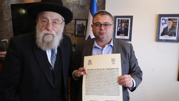 """הרב אריה שטרן עם מנכ""""ל הכנסת"""