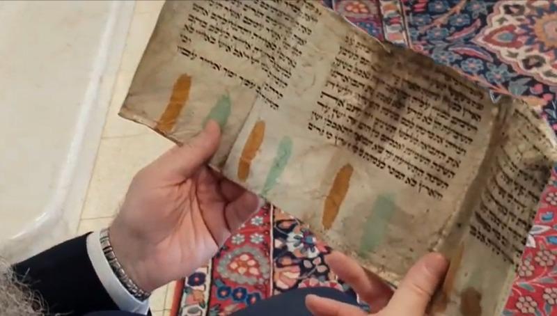 עת לכל חפץ - ספר התורה שהפך לארנק