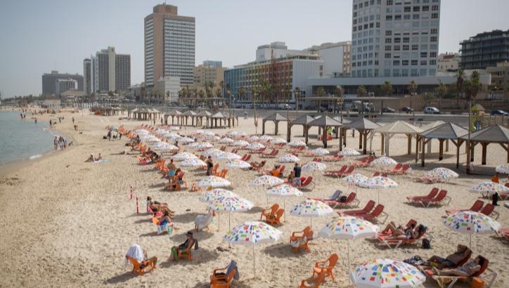 חוף הים בתל אביב. חזרנו לשגרה?