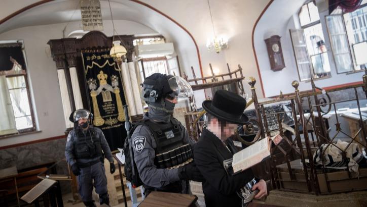שוטרים במאה שערים, הבוקר