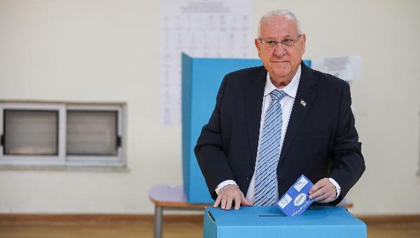 הנשיא ריבלין מצביע