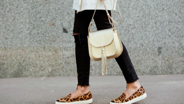 הדגשה של חלק תחתון באמצעות הנעליים