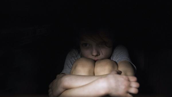 ילד מפחד בלילה