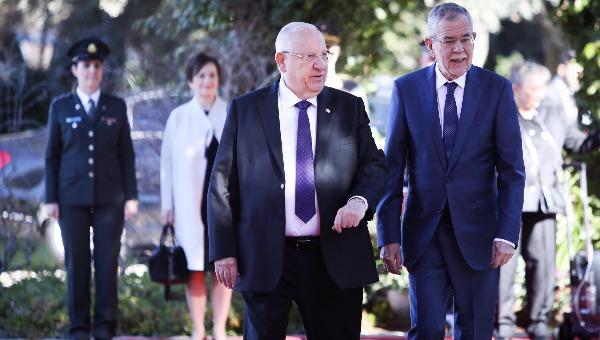 נשיא אוסטריה ואן דר בלן בביקורו בישראל עם נשיא המדינה ריבלין.